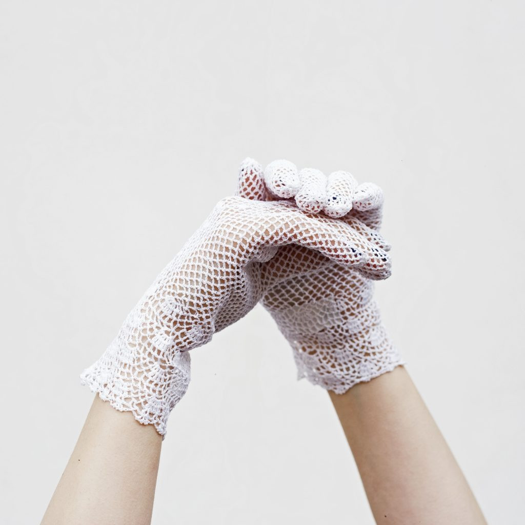 The WHITE FISHNET gloves
