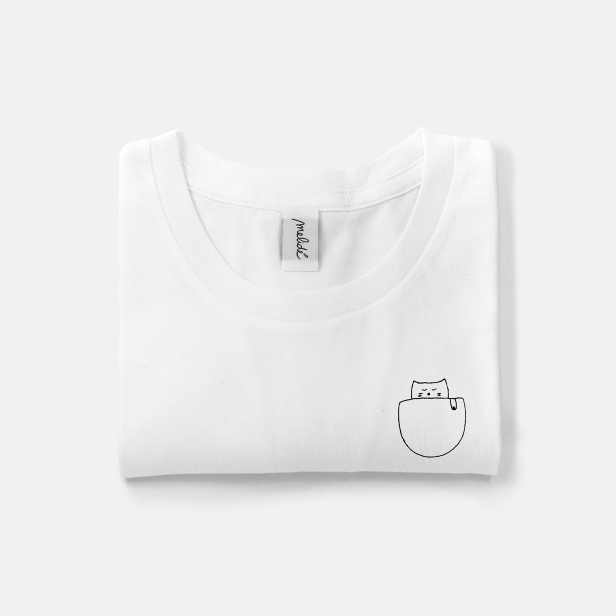 The CAT IN THE POCKET ultimate woman tee