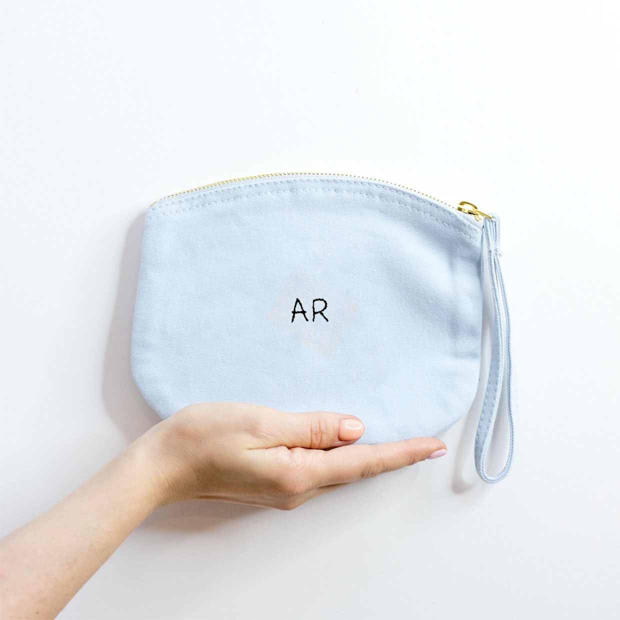 The ZIPPED POUCH M - Monogram